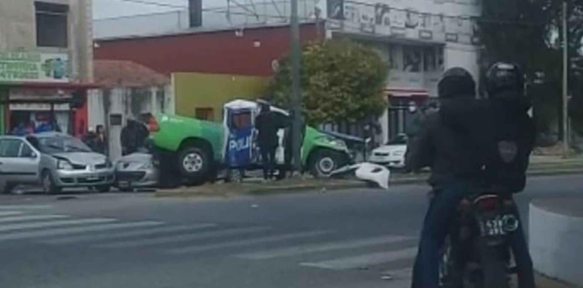 VIDEO: Impresionante accidente múltiple en La Plata con un patrullero involucrado