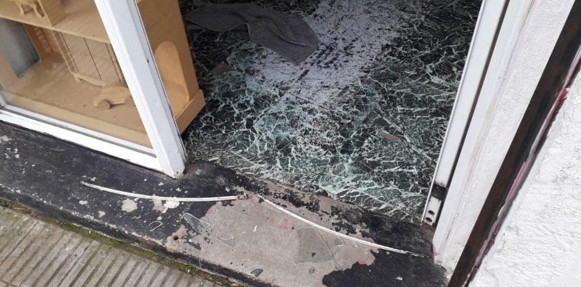 Robaron y destrozaron tres comercios de La Plata y crece la bronca de los vecinos