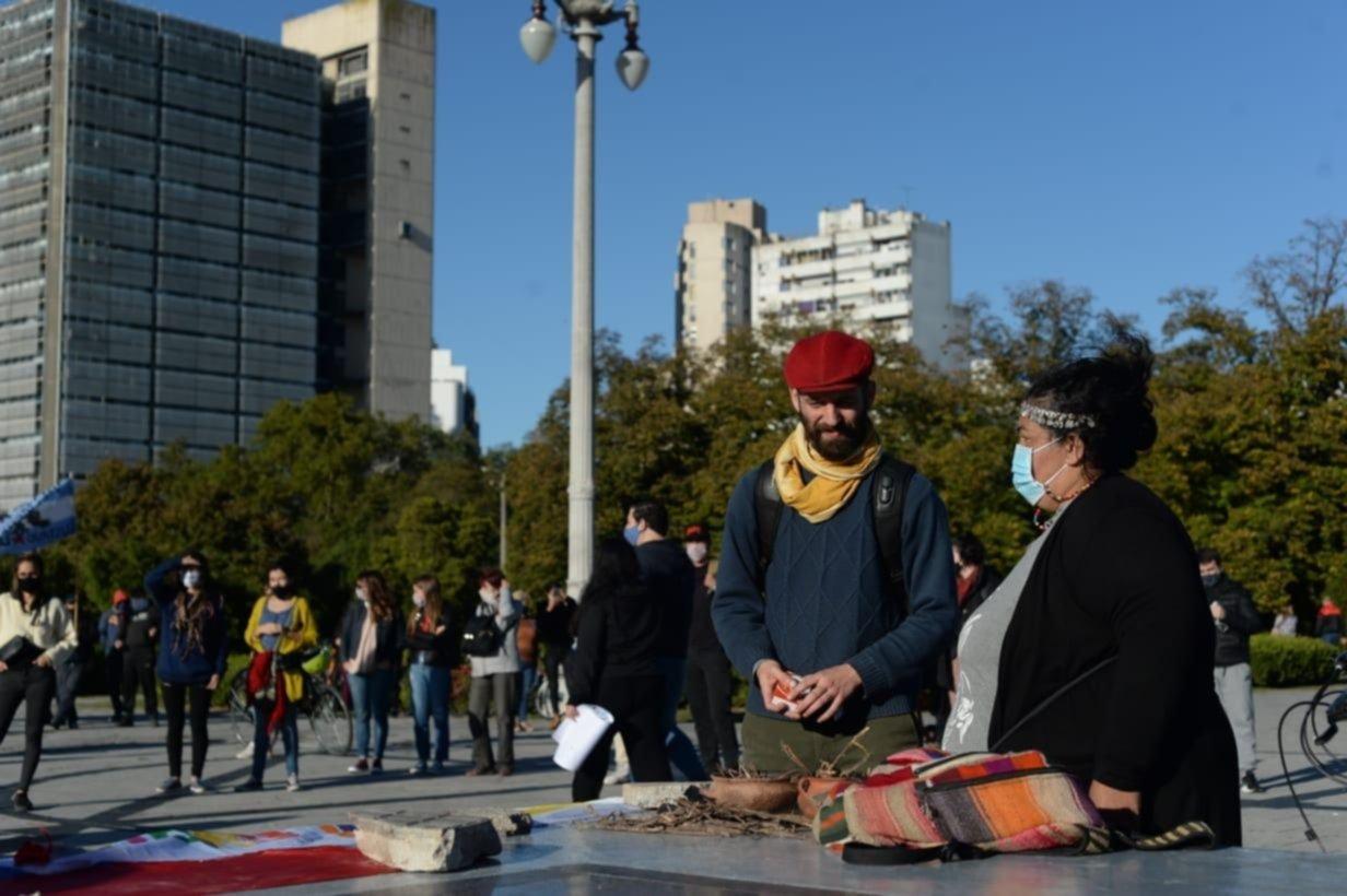 Marcharon en La Plata por las personas asesinadas en las manifestaciones de Colombia
