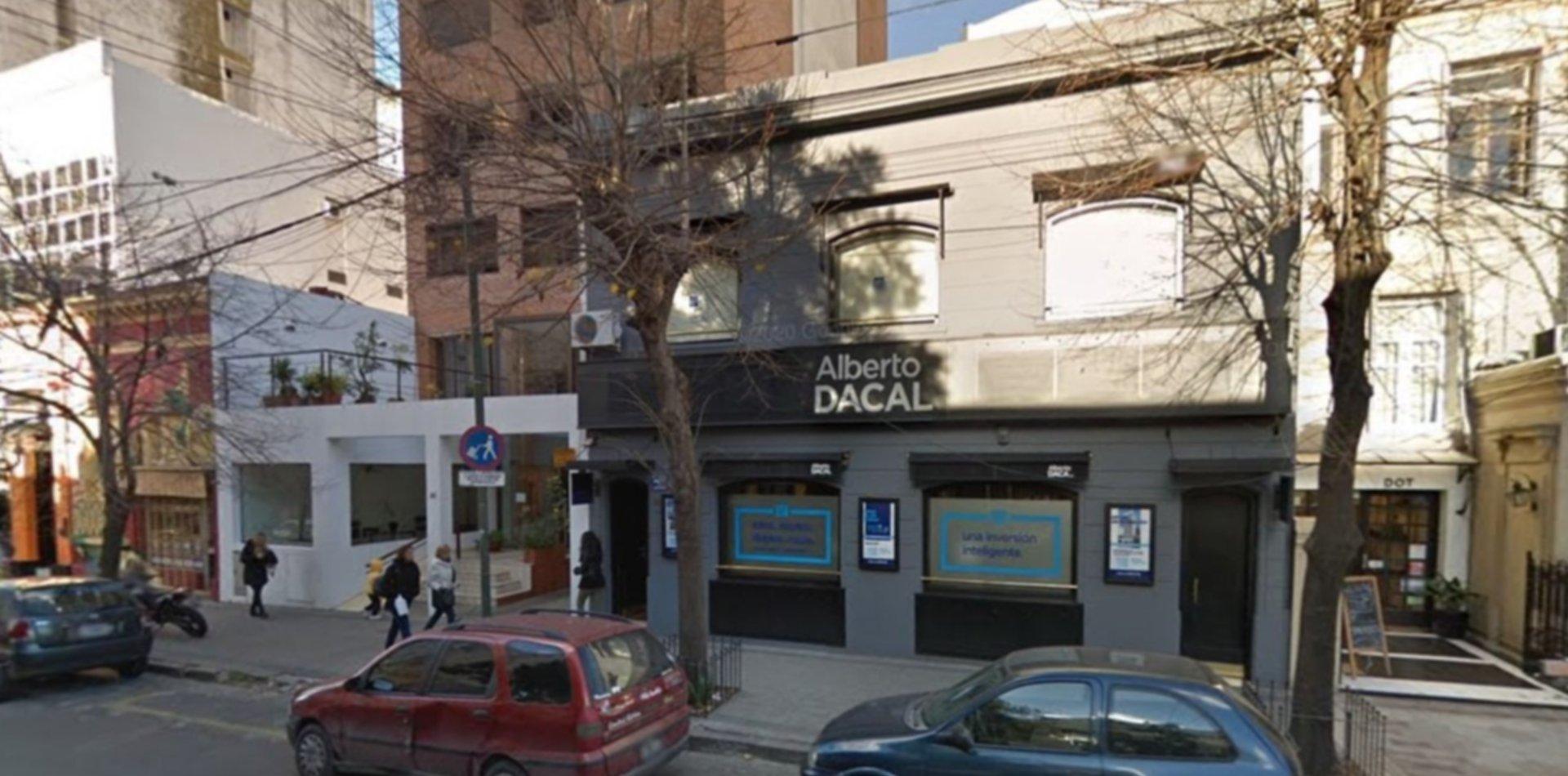 Armados con un revólver y una picana, asaltaron la inmobiliaria Alberto Dacal de La Plata