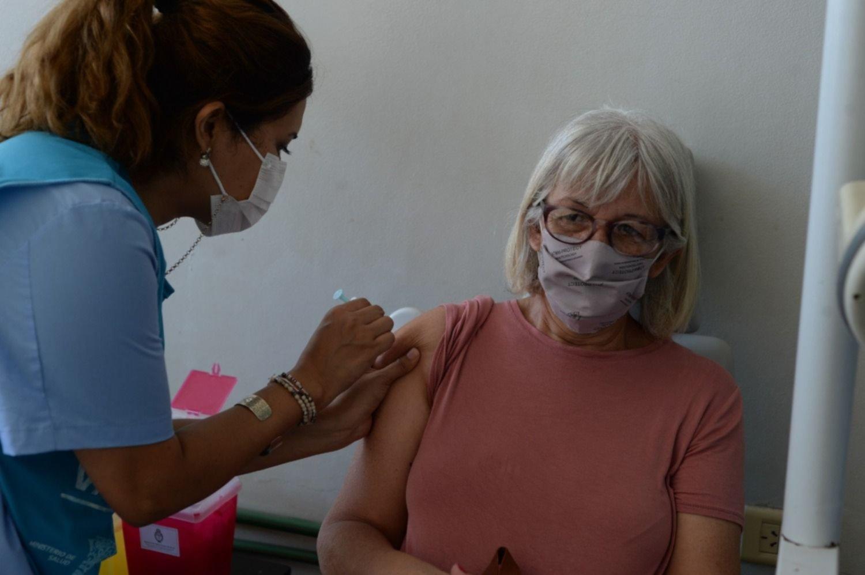 Sumaron más grupos a los prioritarios para darse la vacuna contra el COVID