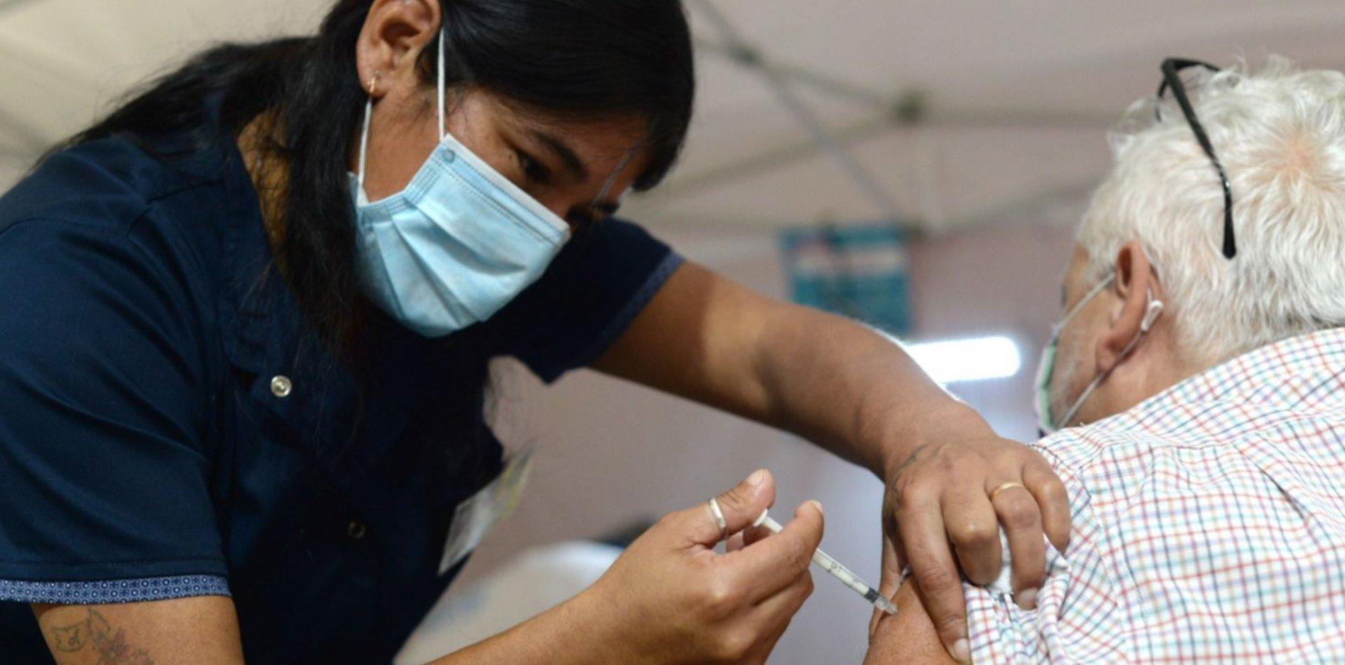 ¿Cómo pueden acceder a la vacuna contra el coronavirus las personas mayores de 60 años?