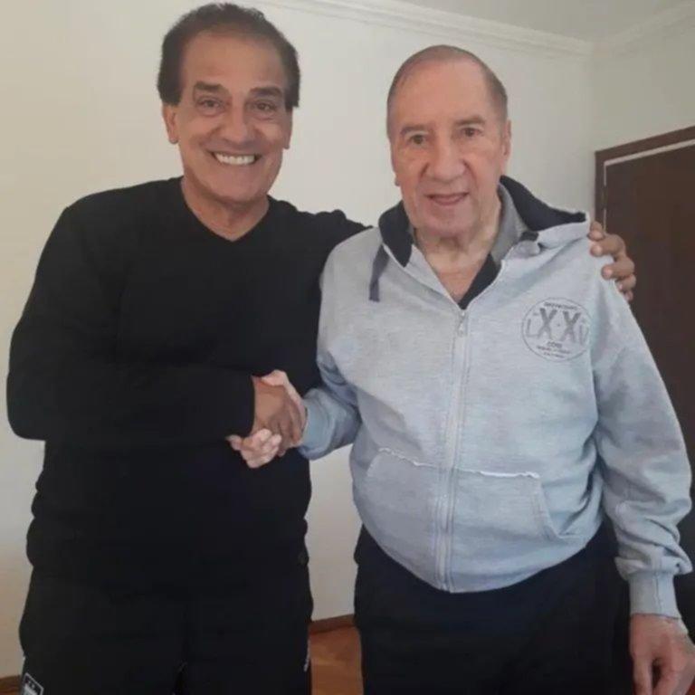 La nueva foto de Bilardo sonriente y de buen ánimo que alegra al mundo del fútbol