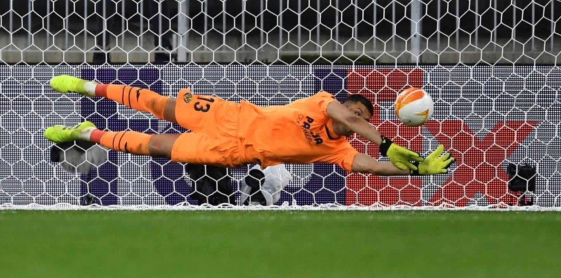 Gerónimo Rulli se convirtió en héroe y Villarreal se consagró campeón de la Europa League