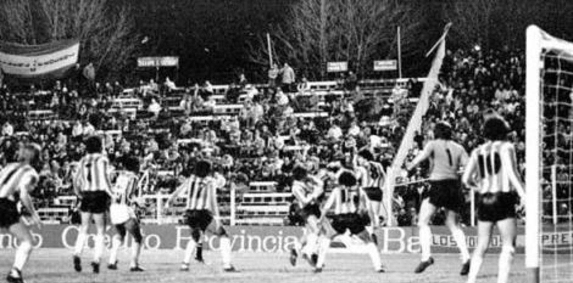 Estudiantes vs. Gremio: la batalla épica de 1983, en video y con relato de Víctor Hugo