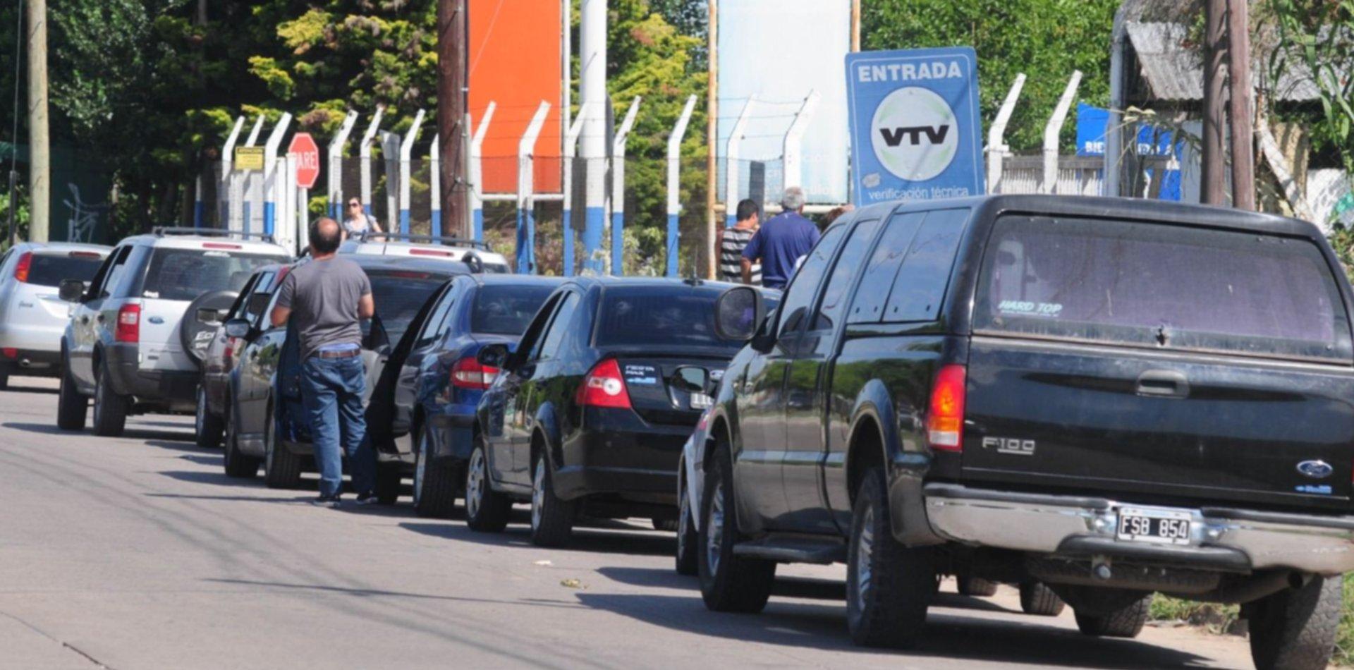 Piden multar a la empresa que hace la VTV por las colas interminables en La Plata