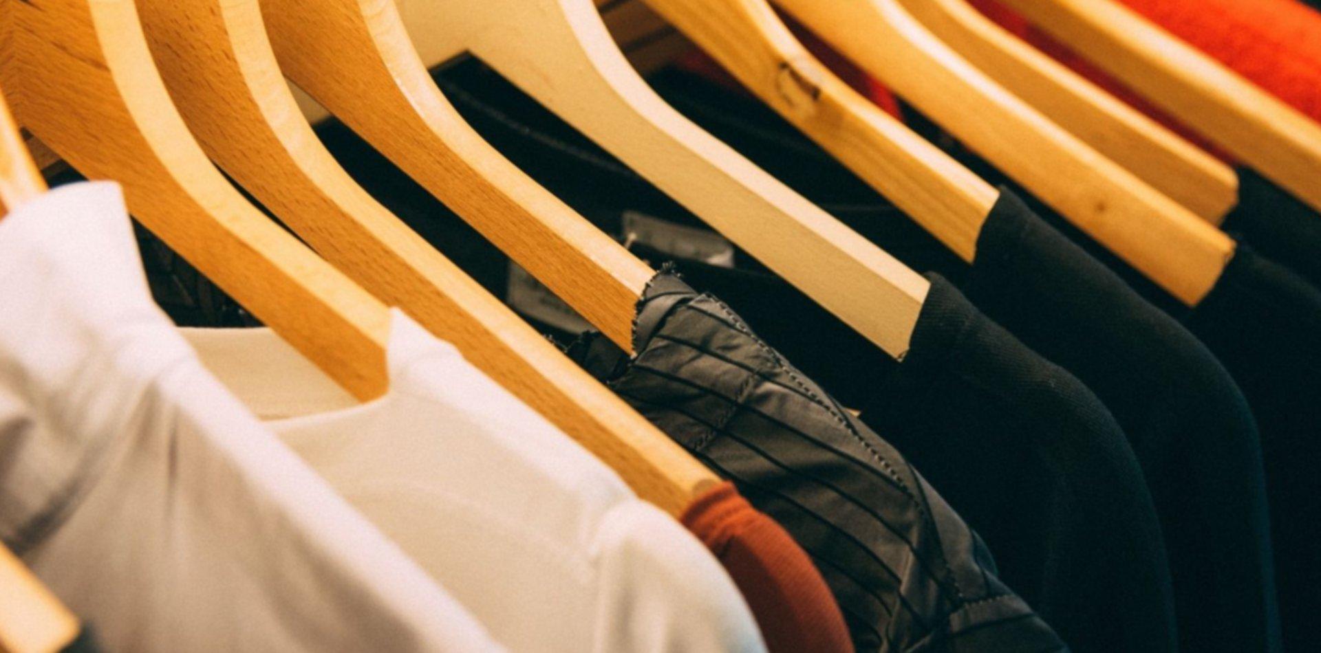 """""""Vas a reventar la remera"""": la grave denuncia de discriminación contra un local de ropa"""
