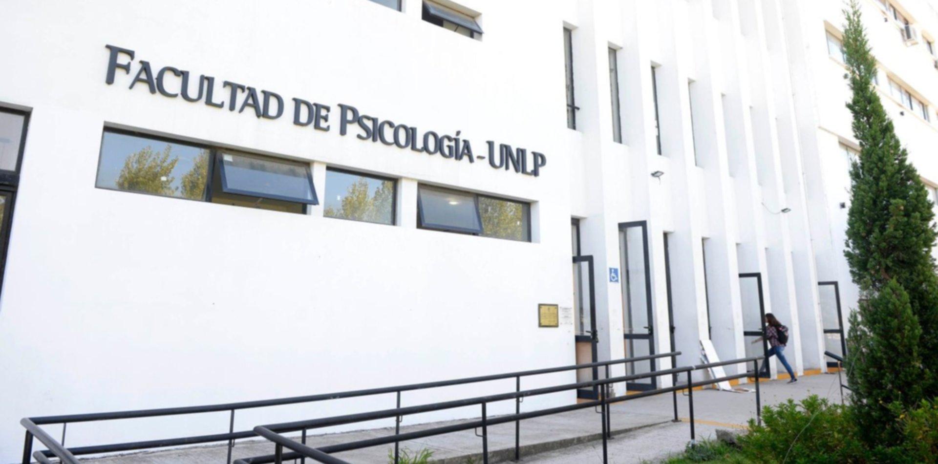Dos agrupaciones pelean voto a voto la conducción del centro en la Facultad de Psicología