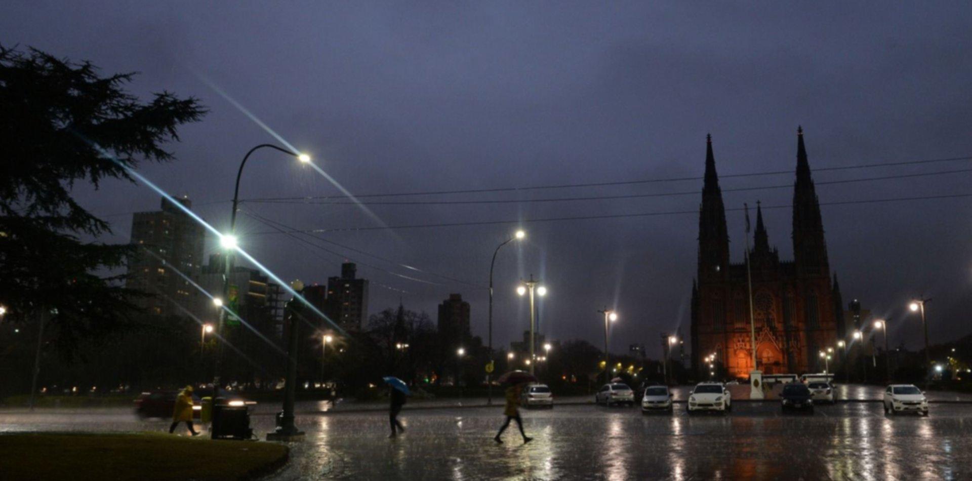 Clima en La Plata: Volvieron las lluvias, renovaron el alerta meteorológico y ya granizó en La Plata