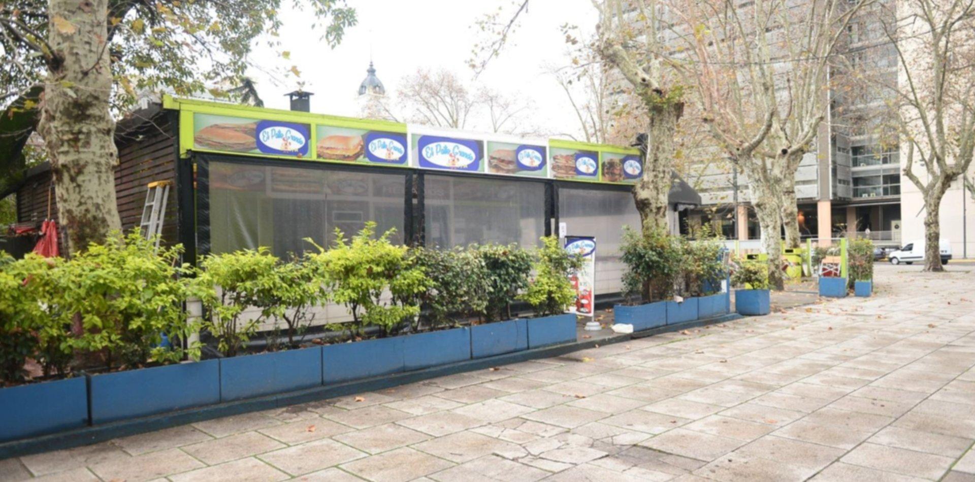 El histórico puesto El Morenito de plaza Moreno cambia de colores, logo y hasta de nombre