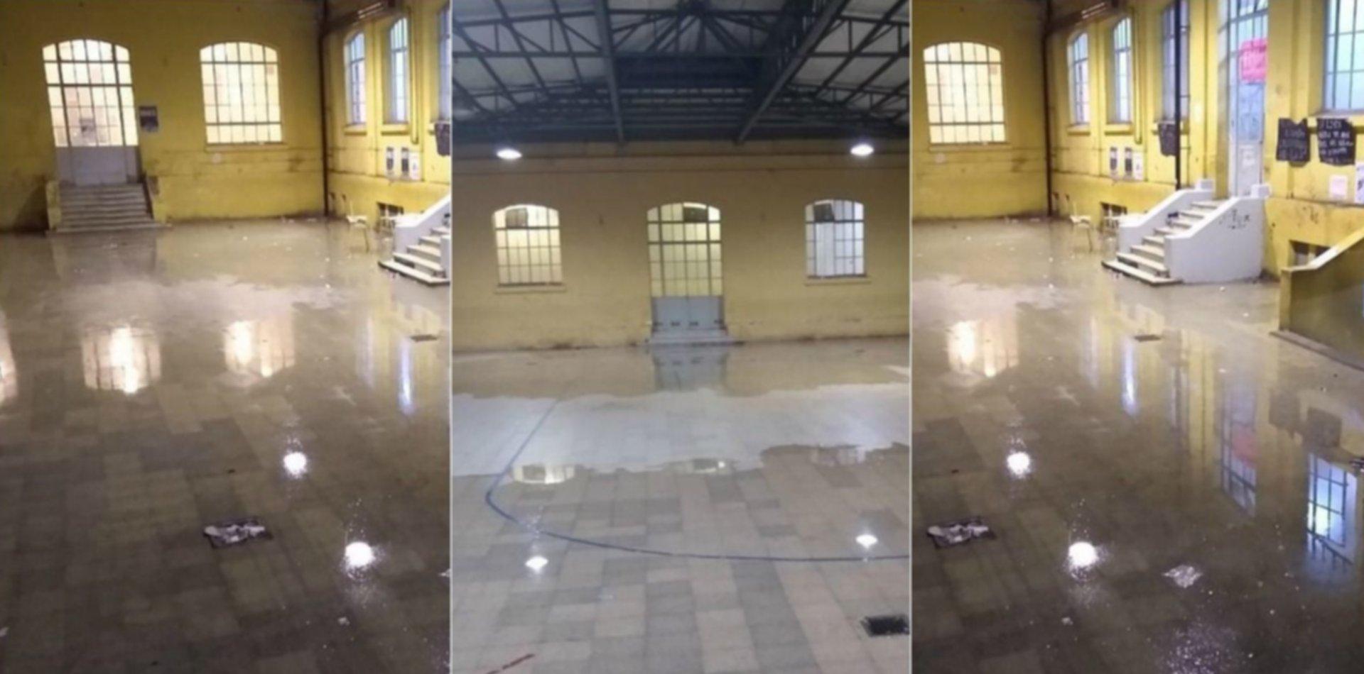 VIDEO: Cataratas y filtraciones de agua inundaron el Albert Thomas durante la tormenta
