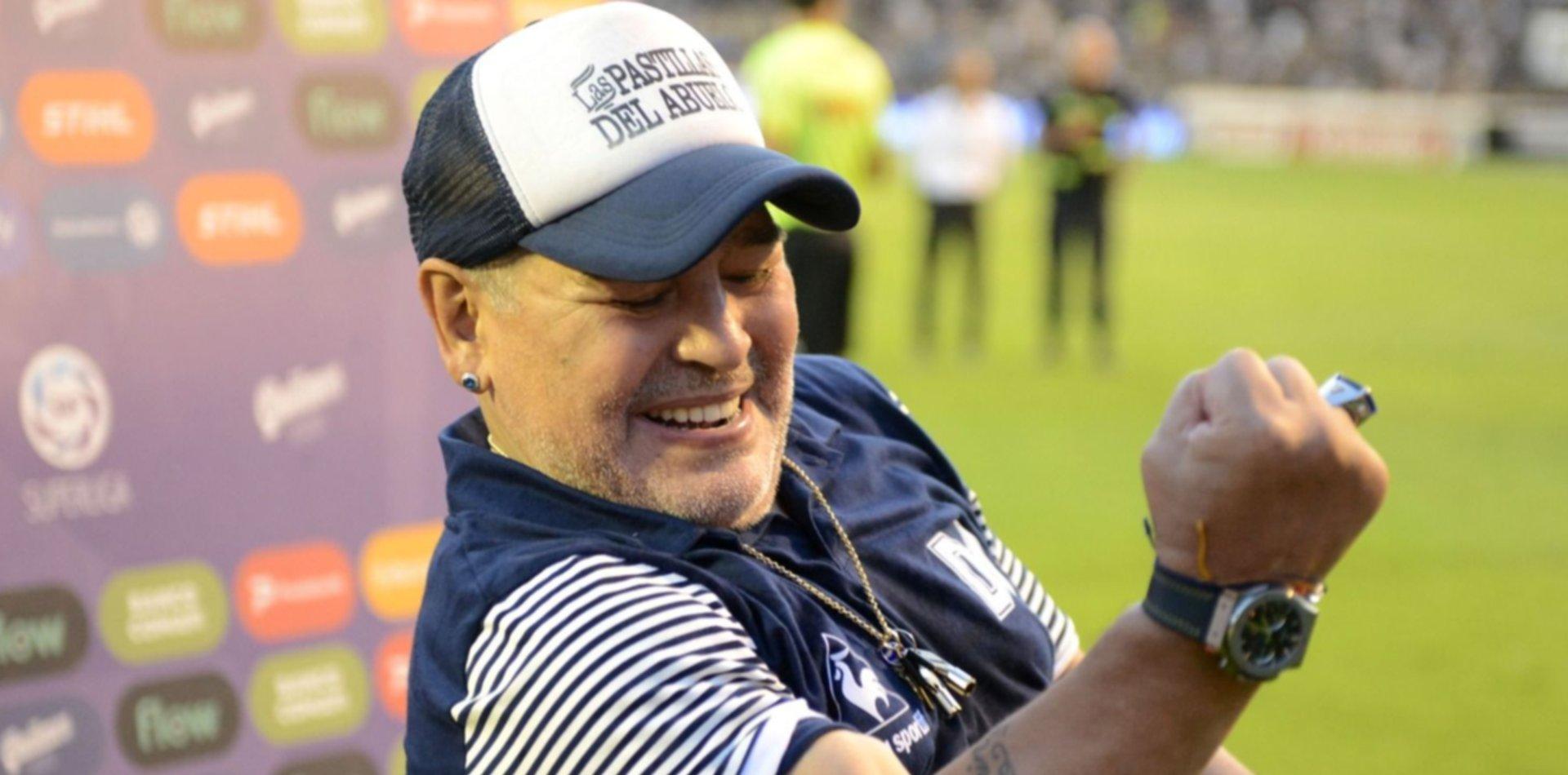 Diego Maradona seguirá siendo el DT de Gimnasia