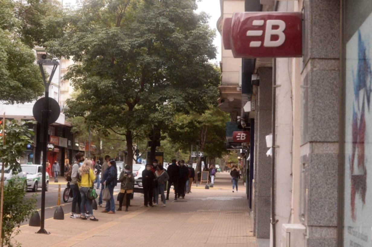 Reportan graves fallas en cajeros Banelco y en pagos con tarjetas de crédito y débito