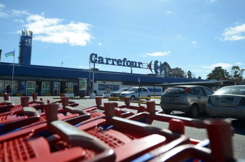 ganado libertad Pies suaves  Fueron a Carrefour e intentaron robarse cerca de 15.000 pesos en mercadería    0221