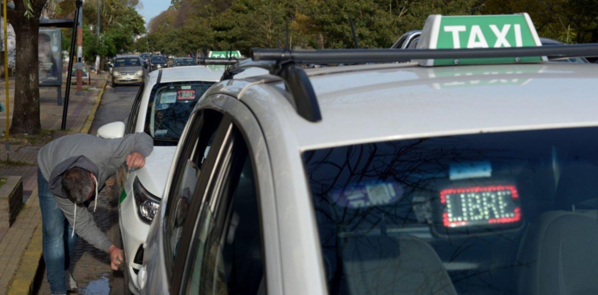 Grave denuncia contra el chofer de una compañía de taxis por desviarse de camino
