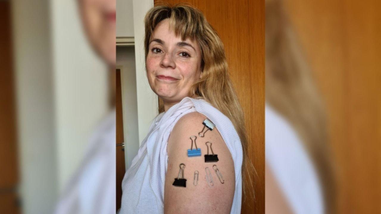 Las fotos de la platense que recibió la vacuna AstraZeneca y asegura que quedó imantada
