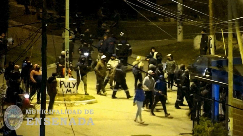 VIDEOS: Corridas, piedrazos y un baleado en medio de un nuevo enfrentamiento de la UOCRA