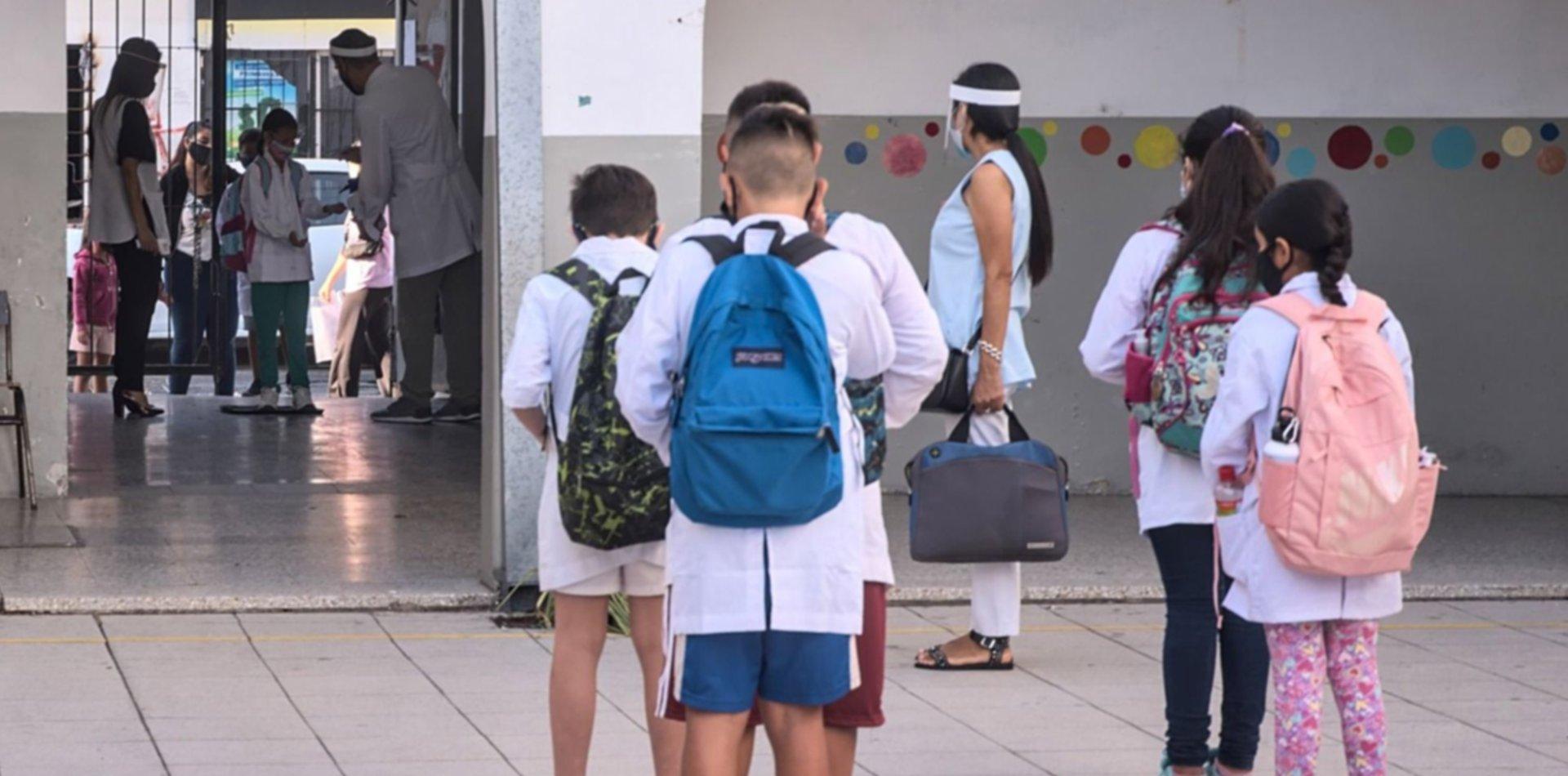 Provincia espera que bajen dos índices para volver a la presencialidad plena en escuelas
