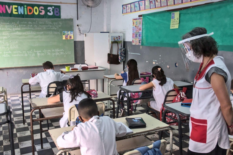 El Gobierno convoca a docentes jubilados para dar clases los sábados y a contraturno