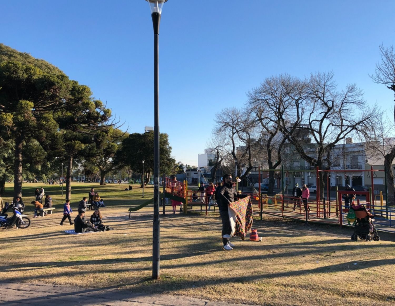 Mañanas de frío y tardes con sol y calor: así va a seguir el clima en La Plata