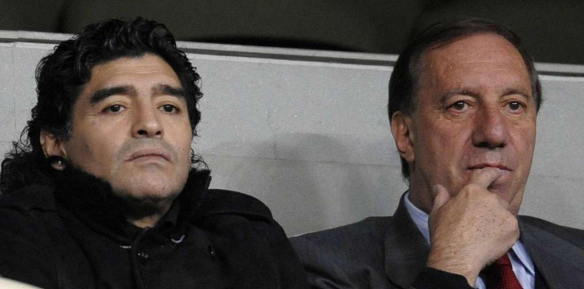 ¿Por qué Bilardo todavía no sabe nada de las muertes de Maradona y Sabella?