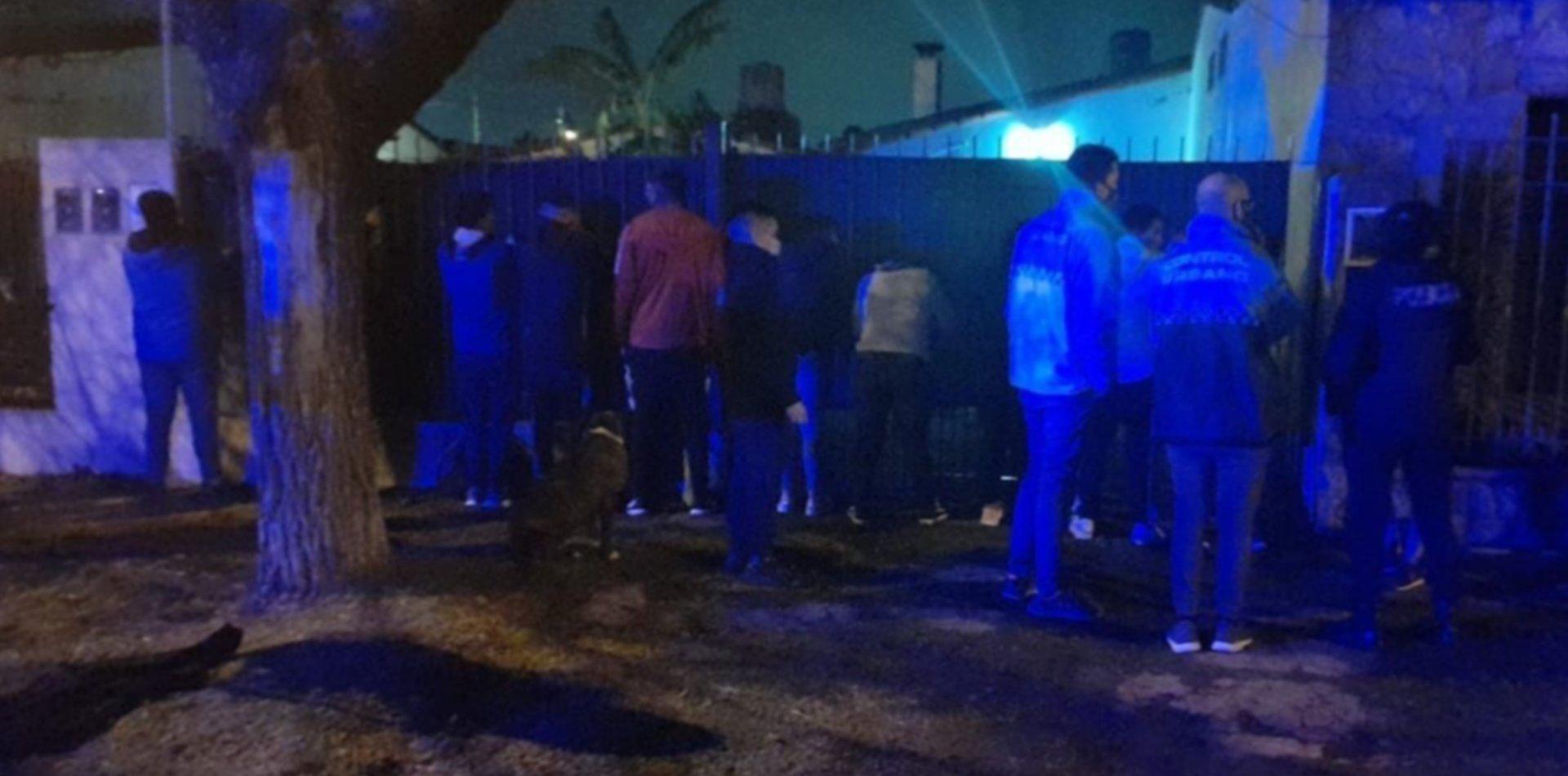 Desactivaron tres fiestas clandestinas con unas 190 personas en Berisso