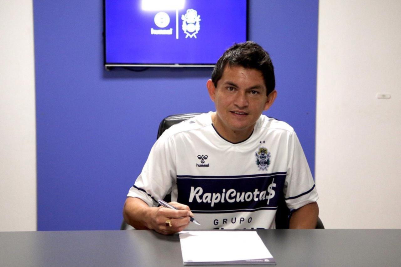 El Pulga Rodríguez firmó su contrato y es nuevo jugador de Gimnasia