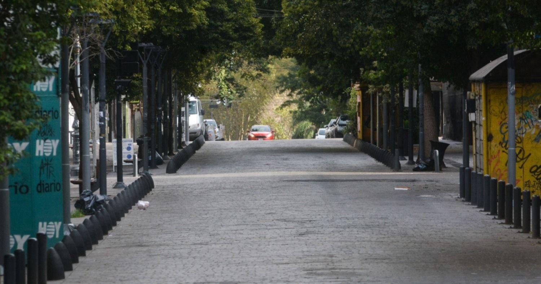 Sin transporte, hospitales ni bancos, se siente con fuerza el paro general en La Plata