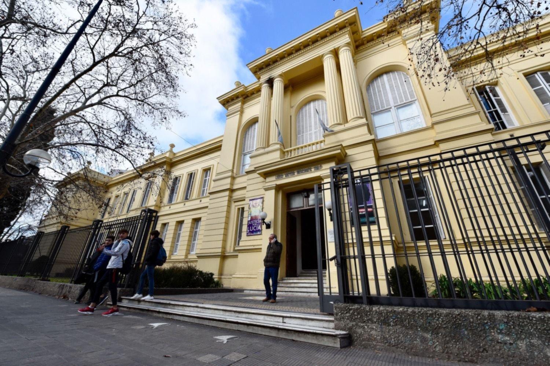 La UNLP confirmó la vuelta de las clases presenciales a los colegios