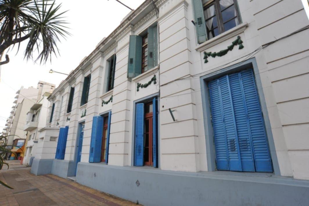 Un hombre murió en el calabozo de una comisaría de La Plata e investigan qué pasó