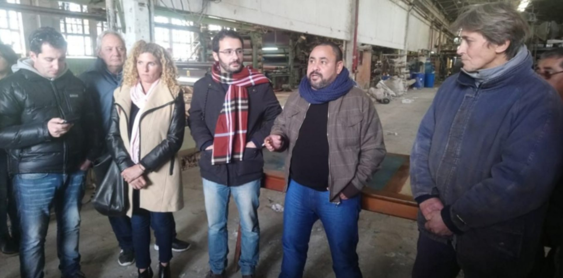 Simonetti visitó la papelera platense ahogada por los tarifazos y está al borde de cerrar