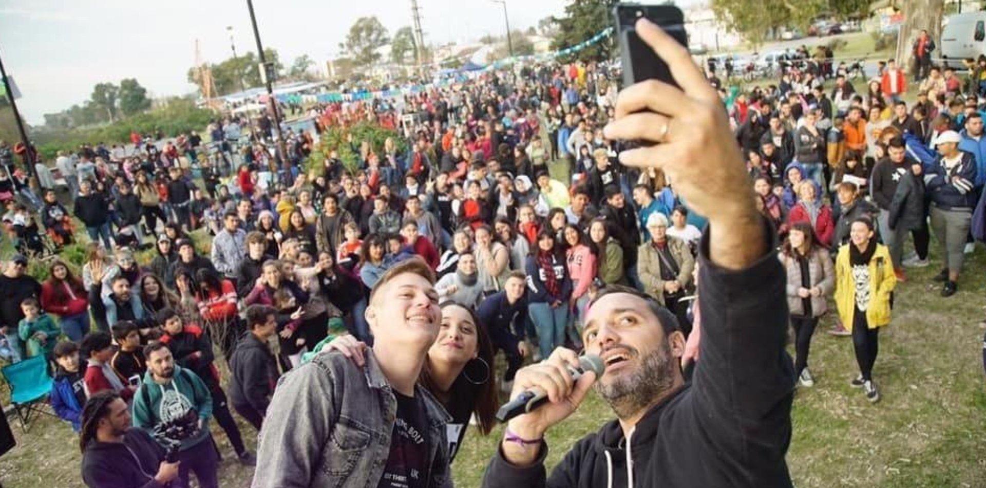 Mincarelli aceleró la campaña en Berisso con una jornada de cultura urbana y solidaridad