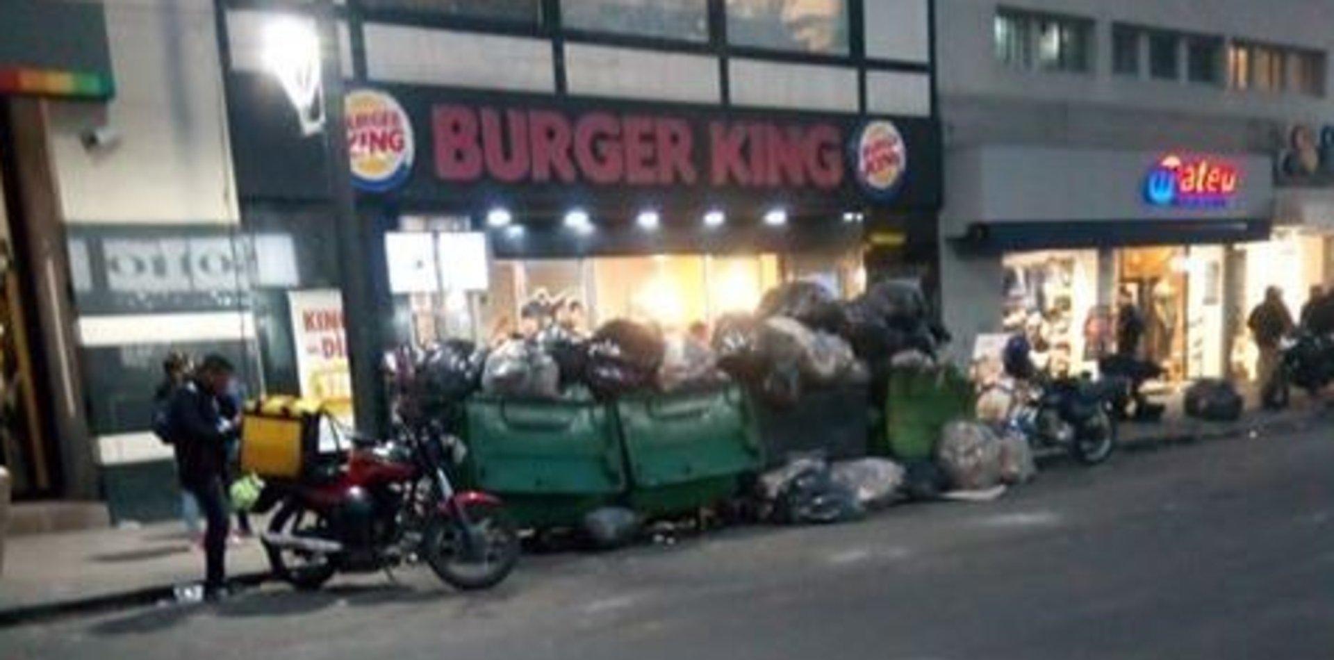 Denunció que Burger King llenó de basura la calle y le cerraron la cuenta de Twitter