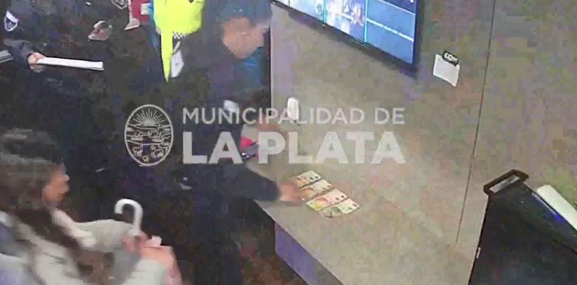 VIDEO: Así cayó la mujer acusada de estafar comercios de La Plata con billetes falsos