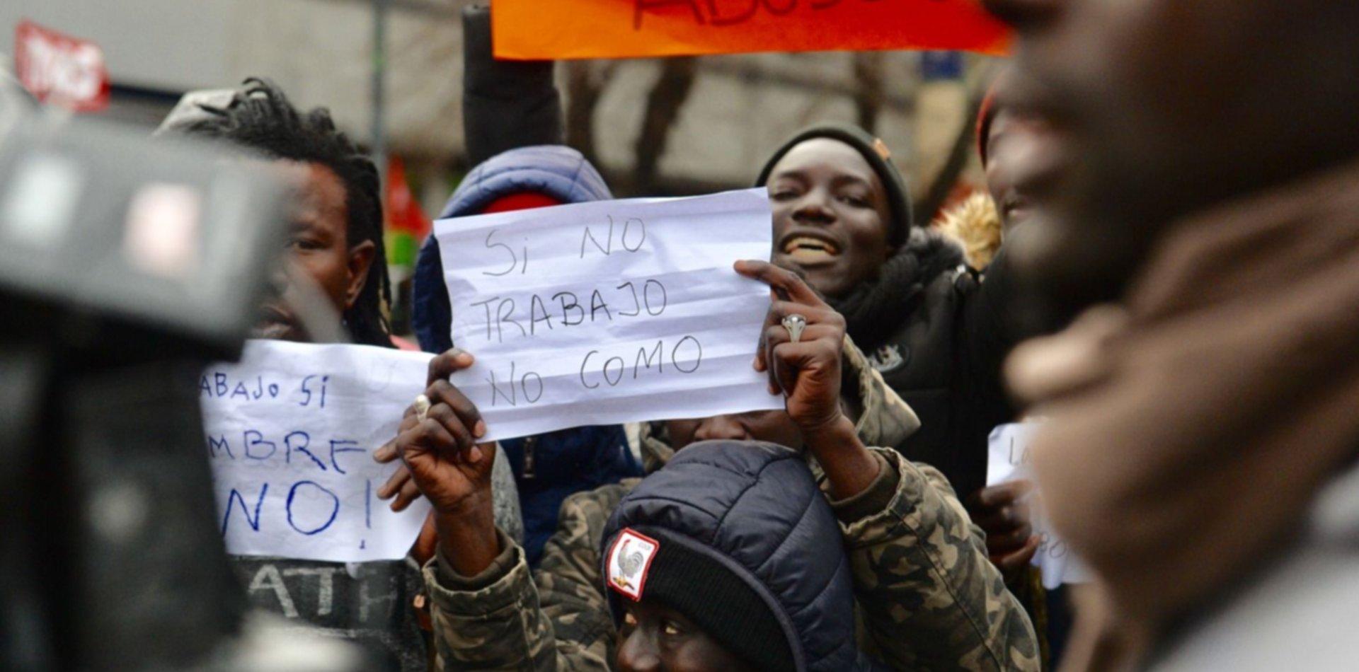 VIDEO: Vendedores senegaleses cantaron la marcha peronista durante la  protesta en La Plata | 0221