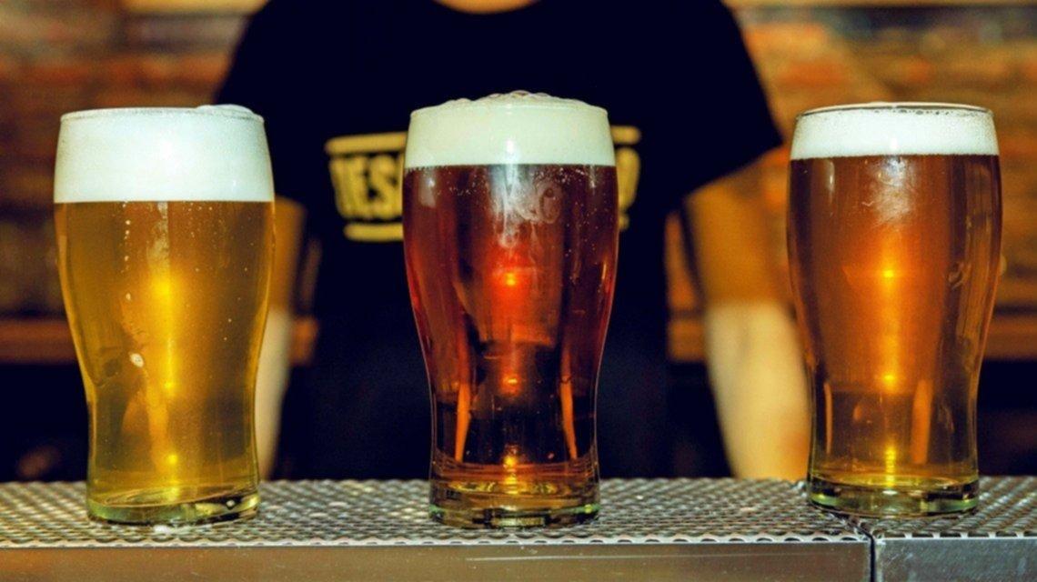 Insólito: regalan cerveza a quienes se pongan la vacuna contra el coronavirus