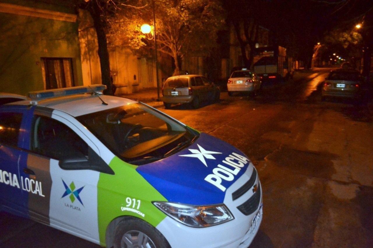Viajaban armados por La Plata, huyeron de un control y se incrustaron contra un patrullero