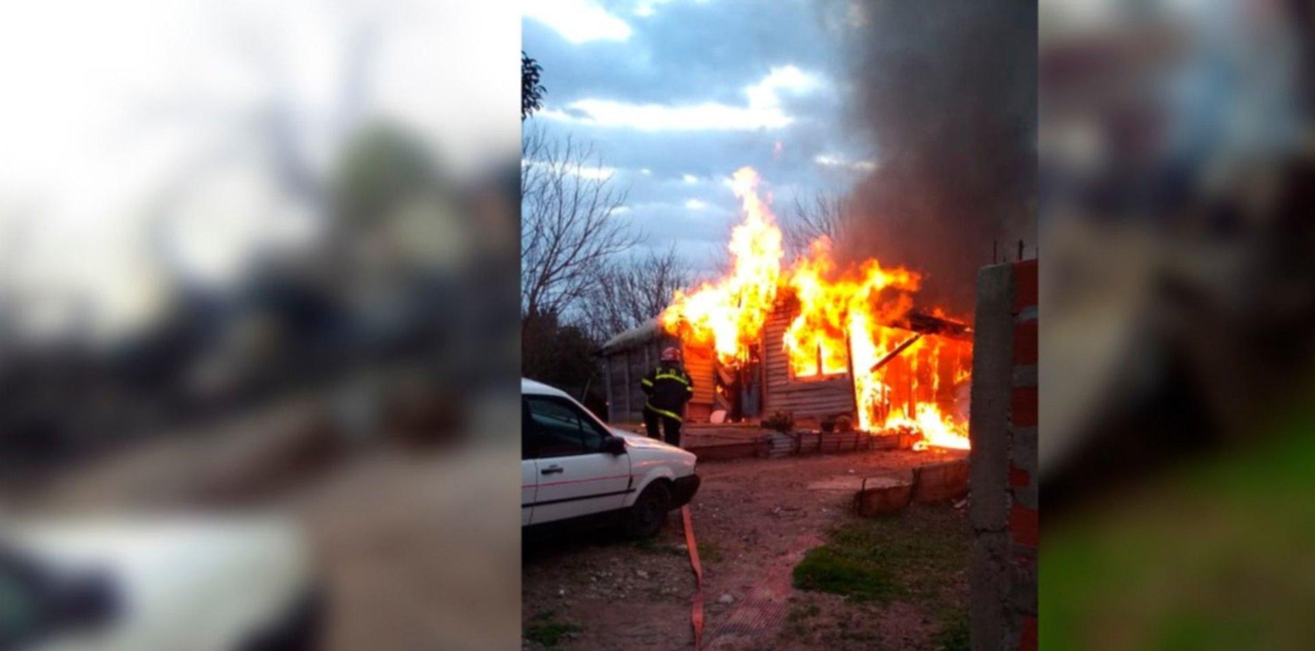 Una pareja de La Plata con cinco hijos perdió todo en el incendio de su casa y pide ayuda