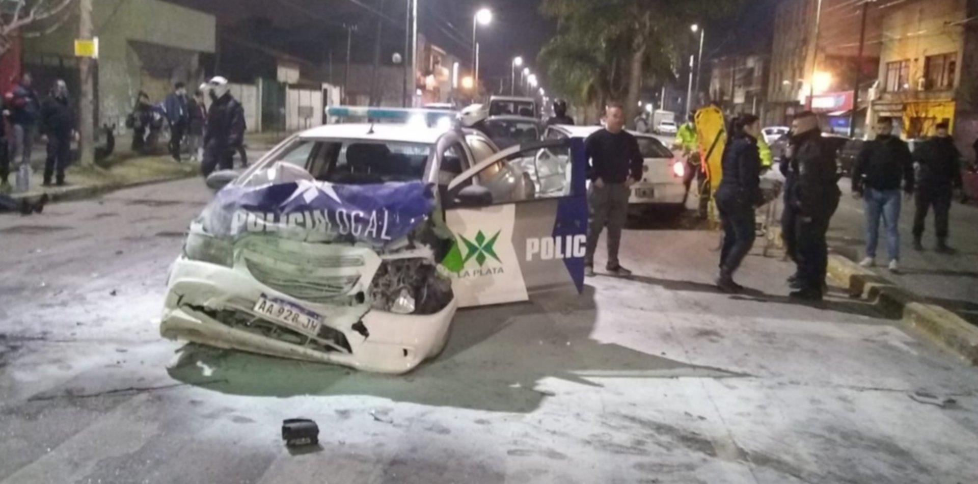 Trágico choque en La Plata: un patrullero chocó contra un auto y el conductor murió