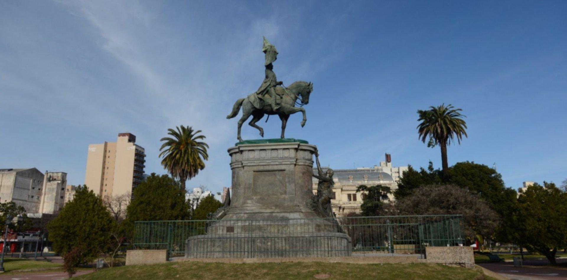 Terminaron la restauración de la histórica estatua de Plaza San Martín