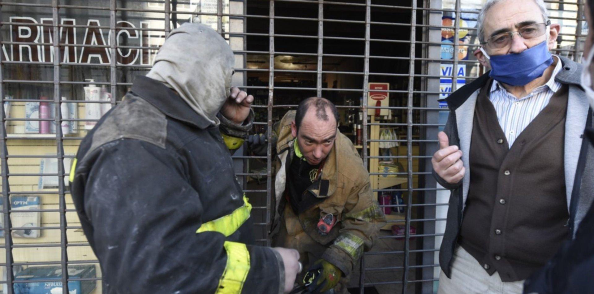 VIDEO: Incendio y tensión en una farmacia en pleno centro de La Plata