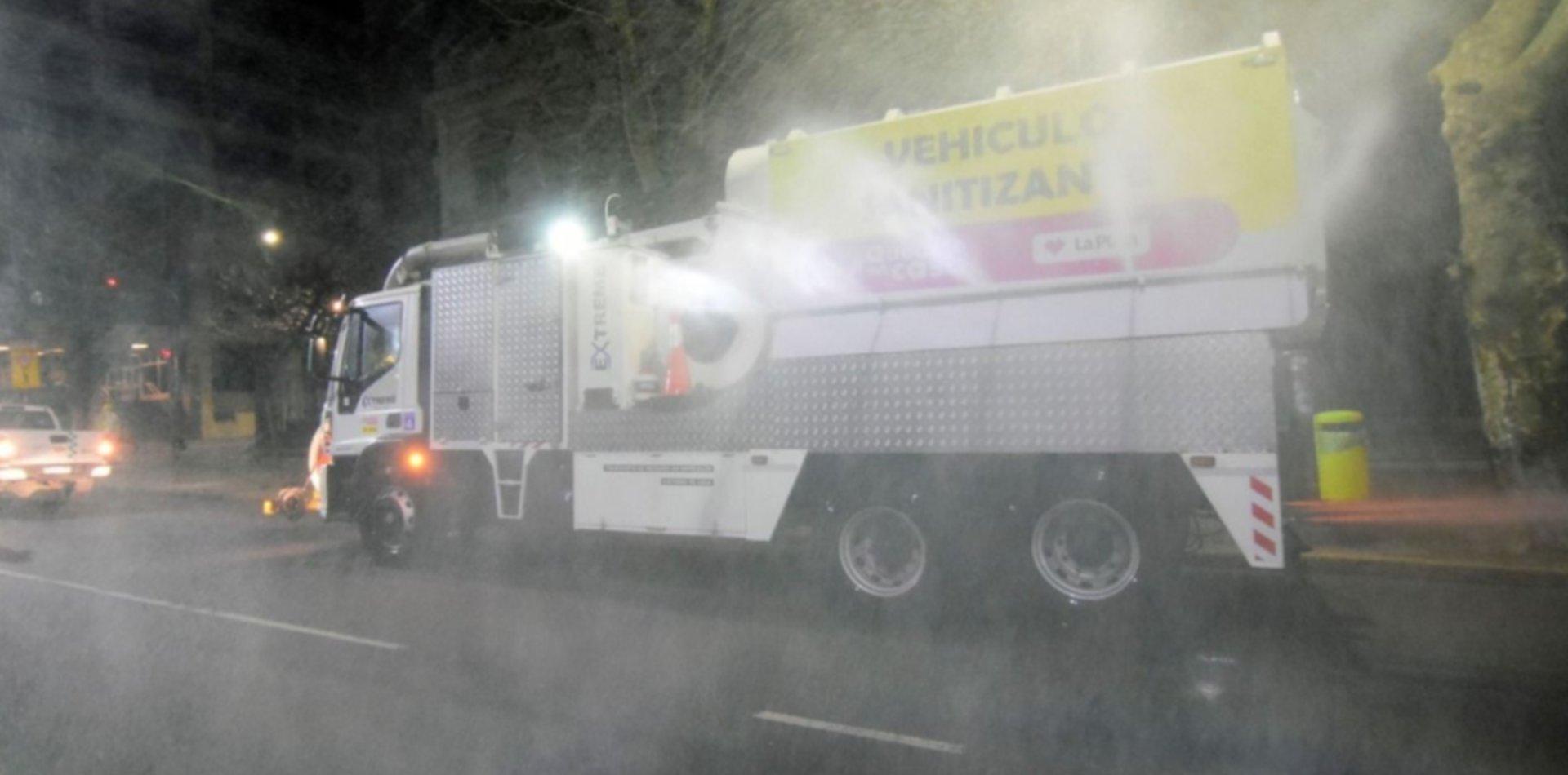 La Plata sumó camiones hidrantes para desinfectar las calles y combatir el coronavirus
