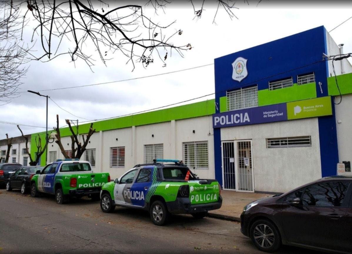 Allanaron una comisaría de La Plata tras la denuncia de una abogada por agresiones