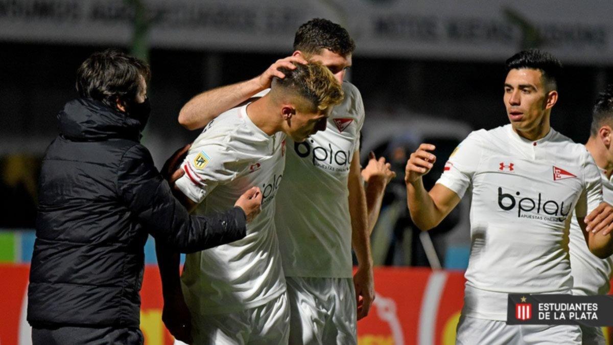 Estudiantes se hizo fuerte en Junín y goleó a Sarmiento en el arranque de la nueva liga
