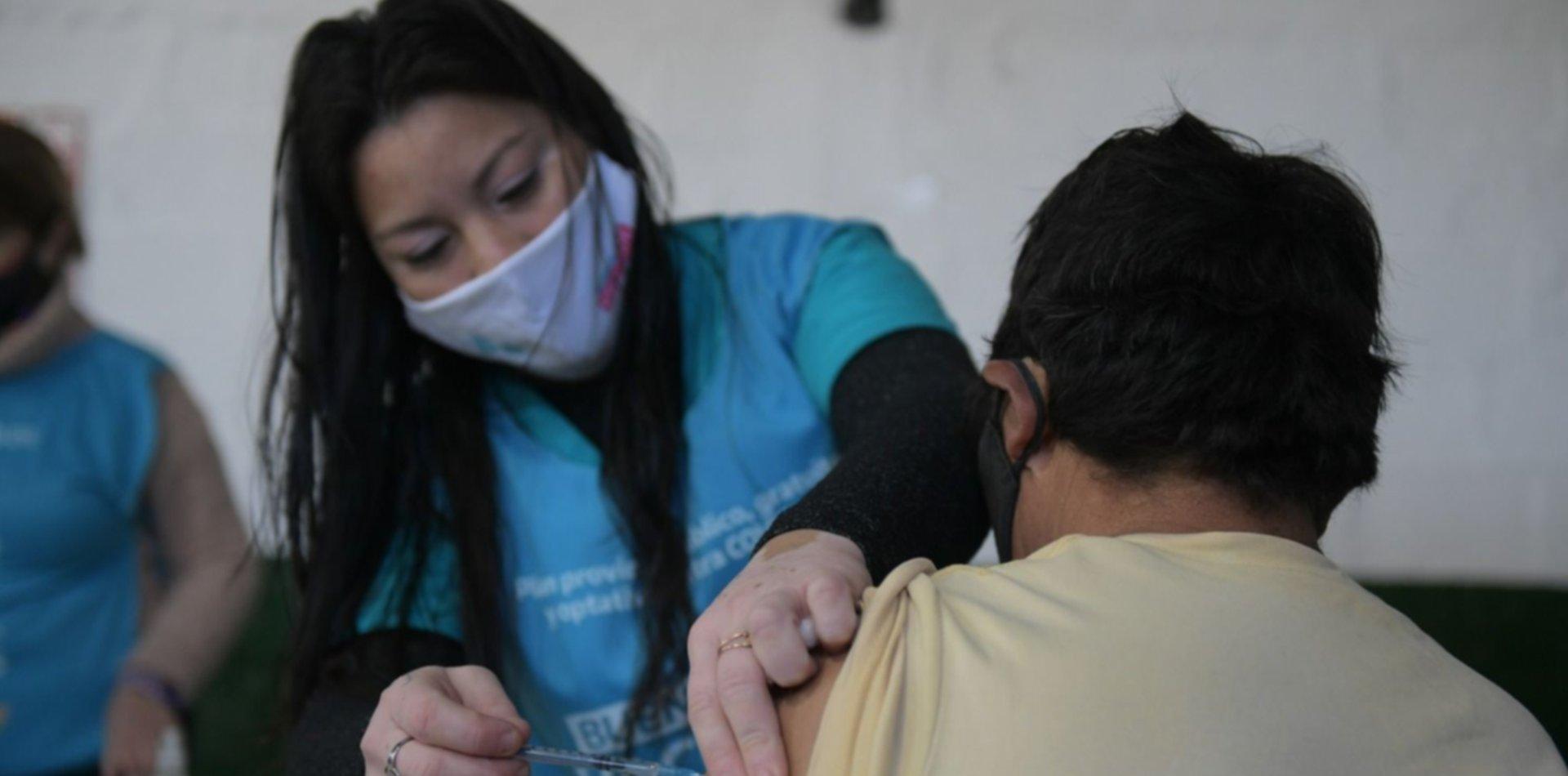 La UNLP continúa con la campaña de vacunación para docentes y no docentes