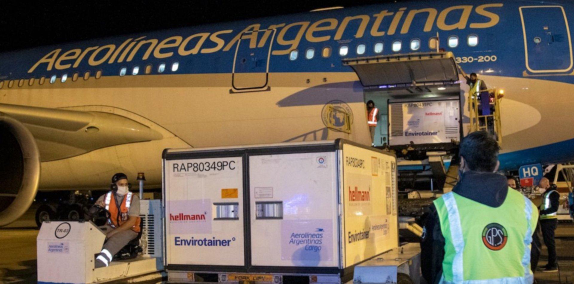 Llegó el noveno vuelo de Aerolíneas Argentinas con más de 760 mil dosis de Sinopharm