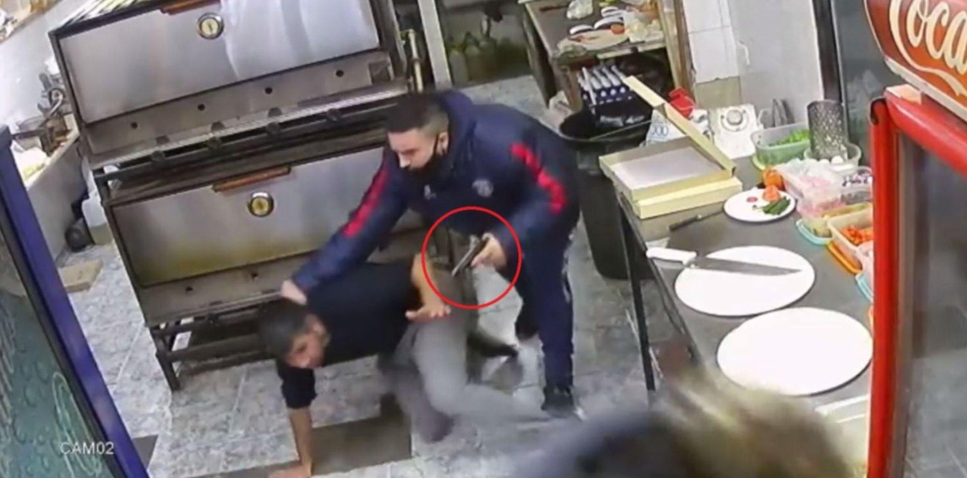 VIDEO: Así fue el brutal asalto con armas de fuego en una pizzería de La Plata