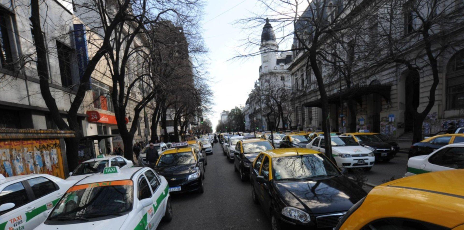 Llega Femitaxi, una remisería exclusiva para mujeres que funcionará en La Plata y Capital