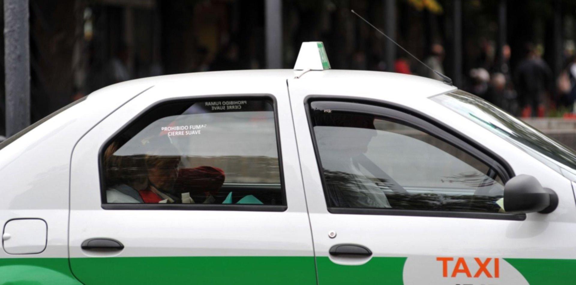 Le robó a un taxista y se escondió en su casa, pero su mamá lo entregó a la Policía