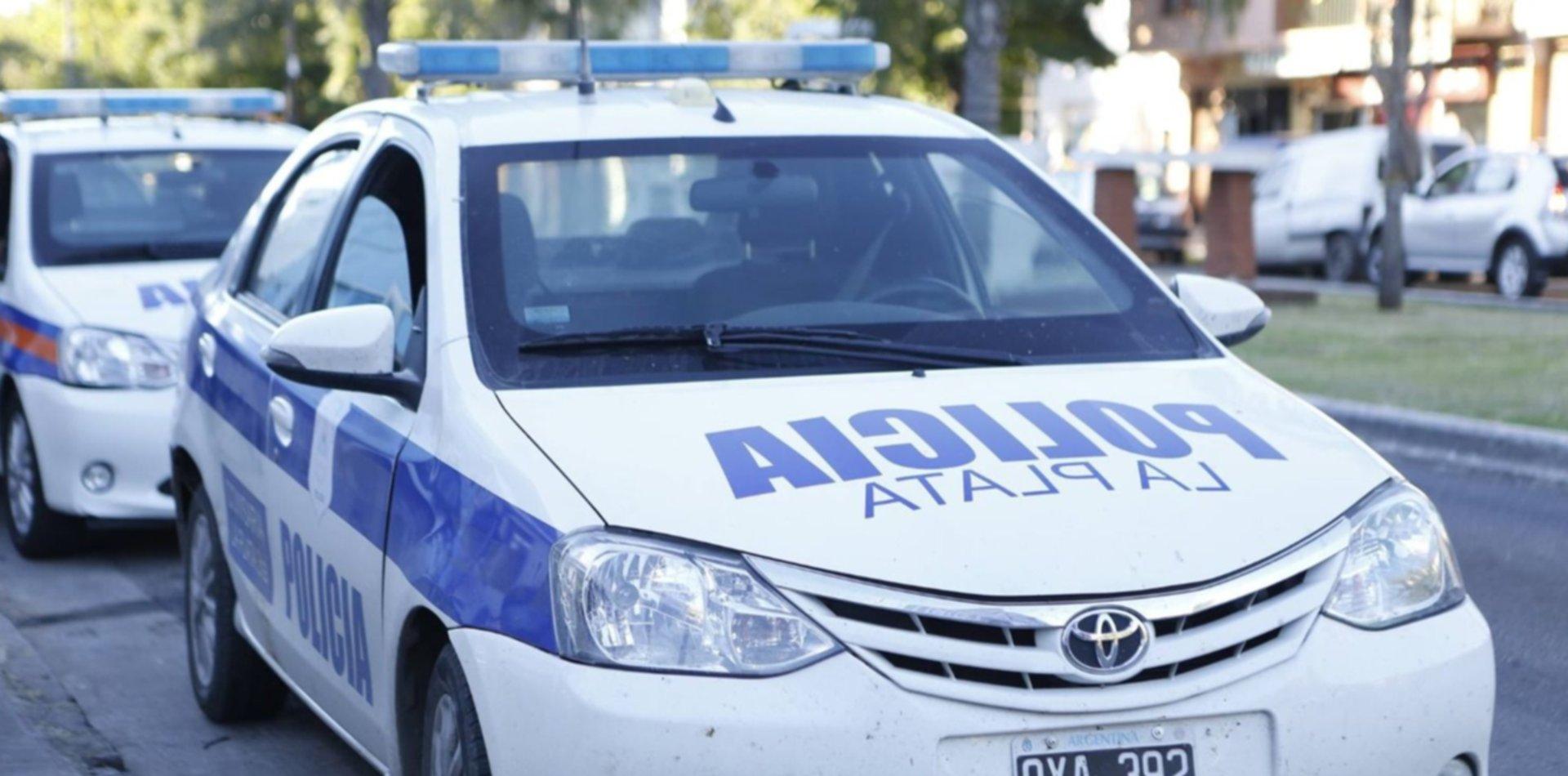 Simularon ser policías, quisieron robar en la casa de un comisario de La Plata y terminaron a los tiros